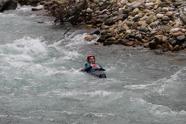 posicion de seguridad en el agua | raftingasturias.es